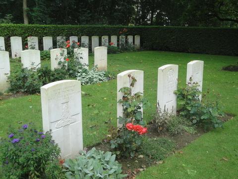 Agny Military Cemetery © Fran H-B 2011