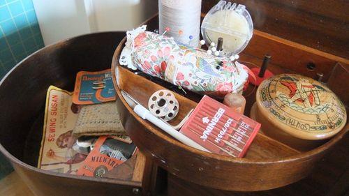 Singer sewing machine workbox