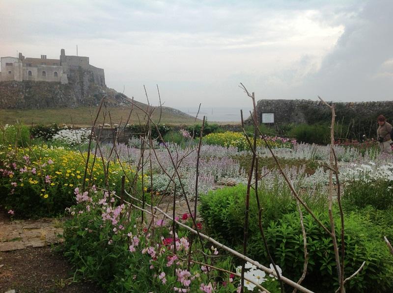 Lindisfarne ~ The Lutyens- Jekyll Garden