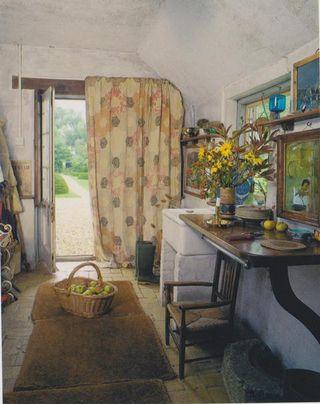 The Large Hexagon Curtain , Hemingford Grey
