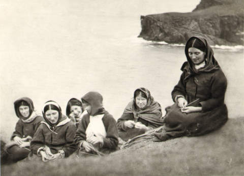 St Kilda women - August 1909