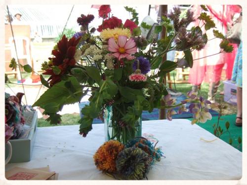 Pe 2014 hc sat Flowers and pom poms