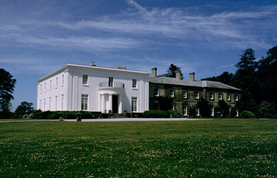 Arlington Court (1992 Wikipic)