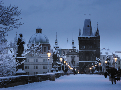 Prague_charles_bridge_winter