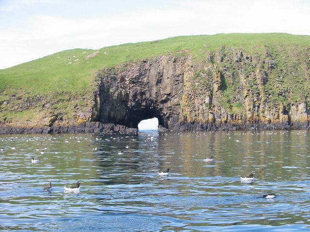 Cave_on_Garbh_Eilean _Shiant_Isles_-_geograph.org.uk_-_85271