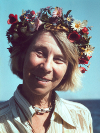 Tove_Jansson_with_flower_crown_001.tiff
